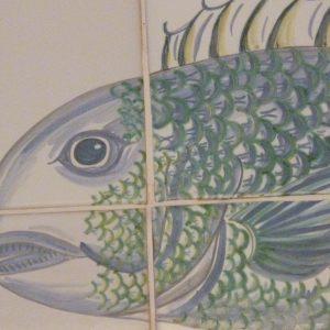 fresque au poisson sur carreaux de faïence