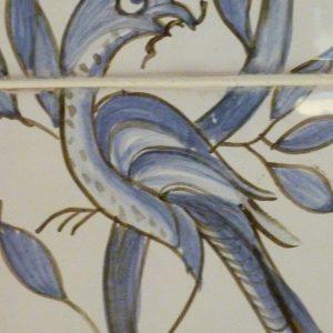 détail oiseau fresque sur carreaux de faïence